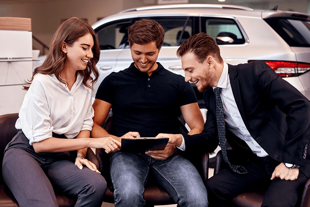 How to close deals car salesman